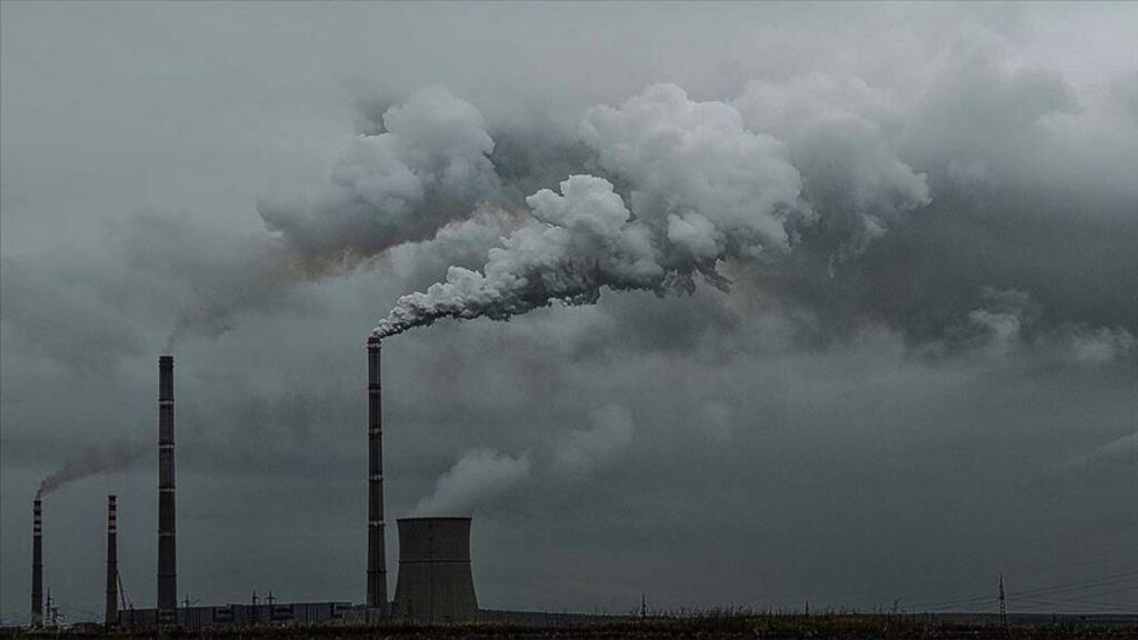 Ekonomi ve seyahat normalleştikçe karbon emisyonları artışa geçti