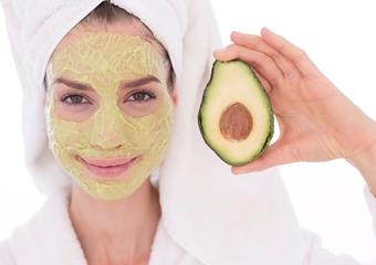 Kuru ciltler için avokado yüz maskesi